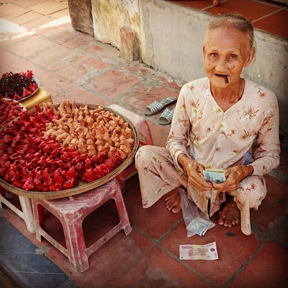 Vietnamese trader in Hoi An
